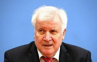 Almanya'da İçişleri Bakanı Seehofer'den polis içerisinde ırkçılık araştırmasına onay