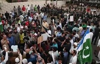 """Fransa'nın Karaçi Konsolosluğu önünde """"Macron"""" protestosu"""