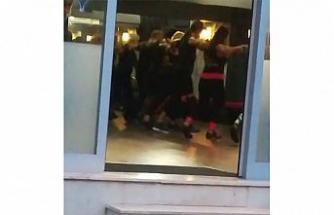Kadıköy'de omuz omuza korona virüs dansı