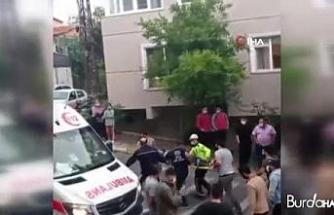 Kontrolden çıkan otomobil, evinin önünde oturan yaşlı kadına çarptı