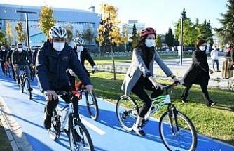 Bakan Kurum, Samsun Millet Bahçesi'nde pedal çevirdi