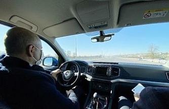 Direksiyonun başına geçen Bakan Karaismailoğlu, Kuzey Marmara Otoyolu'nu test etti