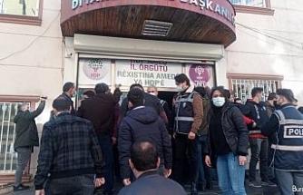 HDP'liler ile evlat nöbeti tutan aileler arasında 'hoşt' gerginliği
