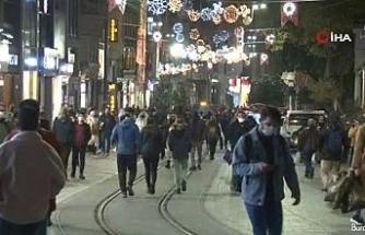 Sokağa çıkma kısıtlamasına dakikalar kala İstiklal Caddesi'nde yoğunluk oluştu