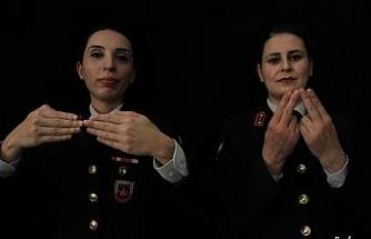 Mehmetçik'ten işaret diliyle anlamlı mesaj, vefalı sürpriz