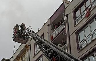 Yangında kapıları balyozla kırıp insan aradılar