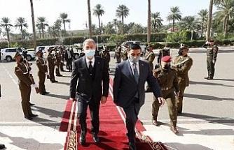 Bakan Akar, Irak Savunma Bakanlığında askeri törenle karşılandı