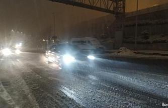 İstanbul'da kar sonrası oluşan sis sürücülere zor anlar yaşattı