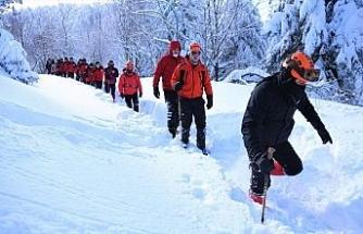 Kayıp doktoru arayan ekiplerin karla zorlu mücadelesi