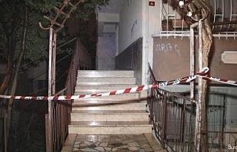 Küçükçekmece'de istinat duvarı çöktü, bir bina boşaltıldı