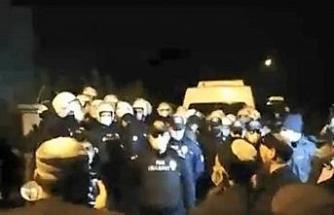 Polis ile dernek üyeleri arasında mezar taşıma gerginliği