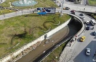 Esenyurt'ta Haramidere kanalına karışan fabrika atıkları su çevreyi kirletiyor
