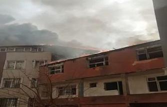 Eyüpsultan'da yangın: Alevler kilometrelerce öteden görüldü