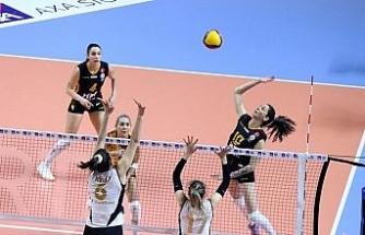 Kadınlar AXA Kupa Voley'de ilk finalist VakıfBank oldu