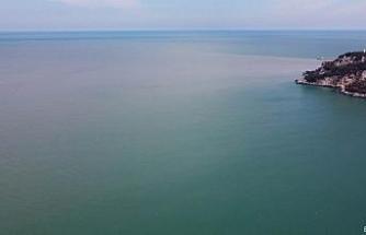 Irmak denizin rengini değiştirdi