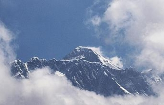 Çin, Everest Dağı'nın kuzey yamacını dağcılara açtı