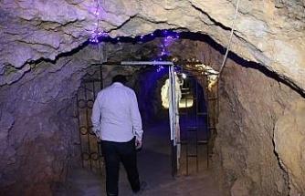 420 metre uzunluğundaki tünel lokantaya, yemeğe değil, serinlemeye geliyorlar
