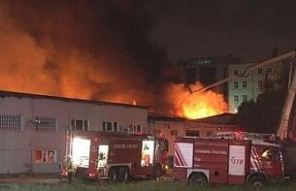Ambalaj fabrikasında çıkan yangını söndürme çalışmaları devam ediyor