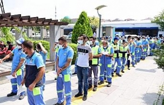 Bahçelievler'de seyyar aşı uygulaması ile sahada çalışan belediye personeli aşı oldu