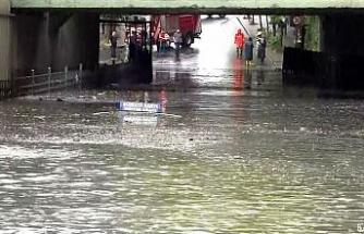 Bayrampaşa'da altgeçidi su bastı