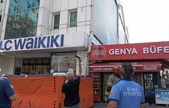 Daha evvel 49 kez çatıya çıkan şahıs bu sefer Bursa'da intihar şovu yaptı
