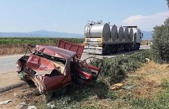 İzmir'de tır otomobili metrelerce sürükledi: 3 yaralı