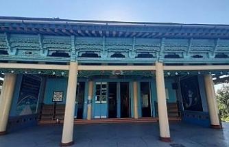 Kırgızistan'ın tarihi çivisiz camisi turistlerin ilgi odağı