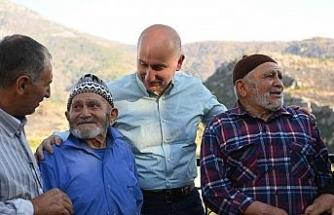 """Bakan Karaismailoğlu: """"Sahada yangınla mücadeleye pek çok noktada gece gündüz devam ediyoruz"""""""