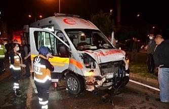 Ambulans ile hafif ticari aracın çarpıştığı kaza kamerada