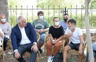 Kültür ve Turizm Bakanı Ersoy, gençlerin davetini geri çevirmedi