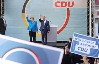 """Merkel, seçime 1 gün kala """"Almanya'nın istikrarı"""" için Laschet'e oy istedi"""