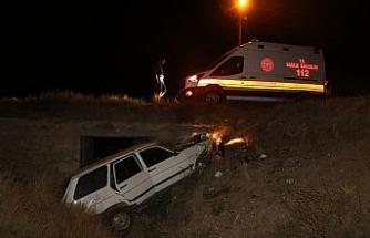 Otomobil menfeze uçtu:3 yaralı