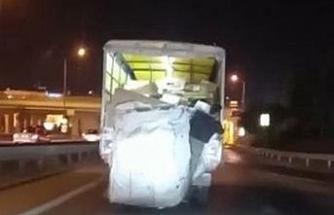 Pendik'te kamyonete asılan vatandaşın tehlikeli yolculuğu kamerada
