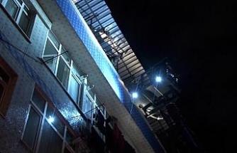 Bağcılar'da 4 katlı binada korkutan yangın