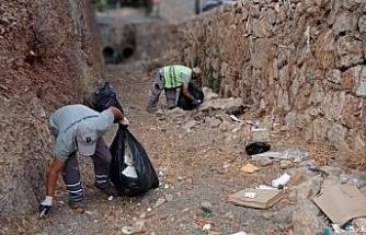 Dere yataklarından 485 torba çöp toplandı