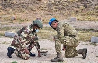 """MSB: """"Gambiyalı misafir askeri personele 'Mayın ve EYP ile Mücadele Eğitimi' verildi"""""""