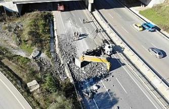 Şile'de hafriyat kamyonu yolda yan yattı: 1 yaralı