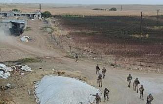 Sınırda göçmen kaçakçılarına eş zamanlı operasyon