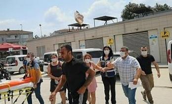 12 hırsızlık olayından yakalanıp gazetecilere terlik atan 3 zanlıdan 2'si tutuklandı