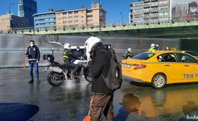 Kasksız, maskesiz motosikletli ceza üstüne ceza yedi