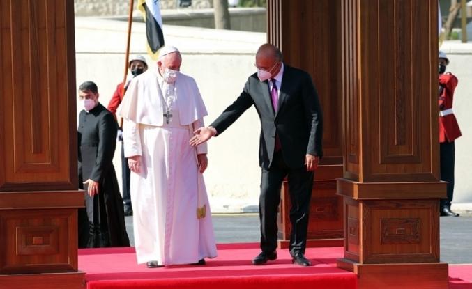 Papa Francis, Bağdat'taki Süryani Katolik Kilisesi'ni ziyaret etti