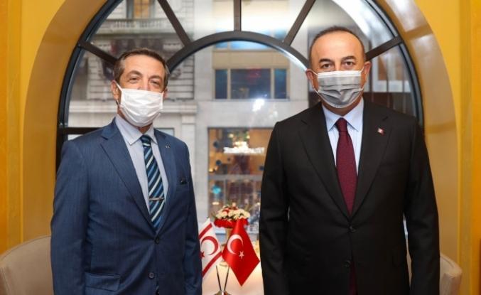 Dışişleri Bakanı Çavuşoğlu, KKTC Dışişleri Bakanı Ertuğruloğlu ile bir araya geldi