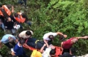 Virajı alamayan otomobil uçuruma yuvarlandı: 5 yaralı