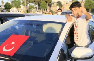 Adana'da arabada milli maç keyfi