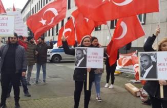 Almanya'da polis şiddeti protesto edildi
