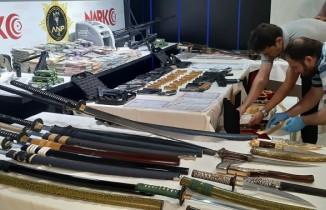 """Ankara Narkotik """"Bataklık""""ta ele geçirilen malzemeleri sergiledi"""