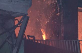 Beyoğlu'da hurdacıda çıkan yangın paniğe yol açtı