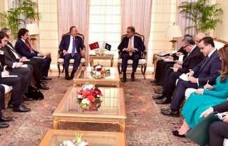 Çavuşoğlu, Pakistanlı mevkidaşı ile Keşmir'i konuştu