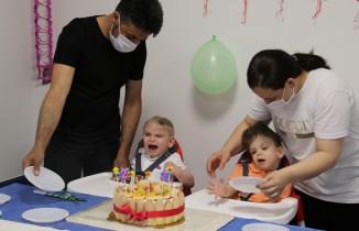 Derman ve Yiğit ikinci yaş günlerini ayrı kutladı