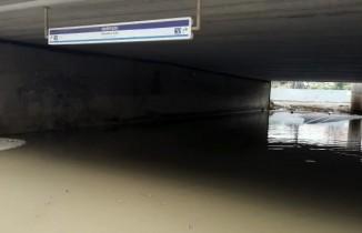 Fikirtepe'de metrobüs alt geçidinde su baskını